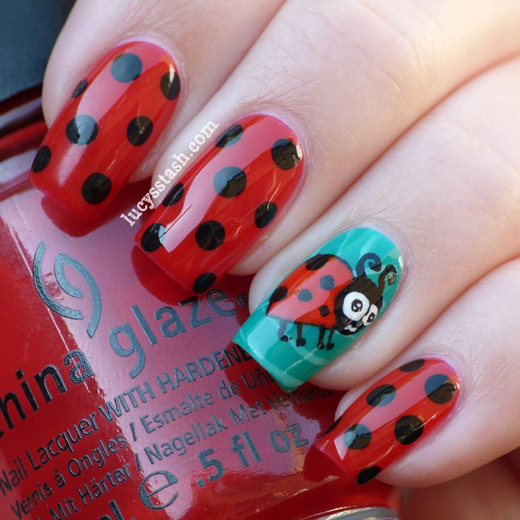 Ladybird/Ladybug nail art manicure with Tutorial. I love Ladybirds need to try this however I cannot draw to save my life.