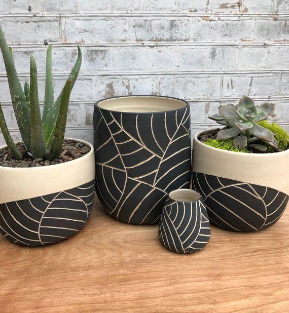 Moyenne noir et blanc feuille de pot sculpté - réalisé sur commande - grand pot - pot en céramique - vase pour plante grasse - poterie pot - moderne