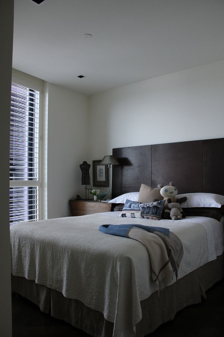 a welcoming guest bedroom ready for you to visit. Beautiful Room Melbourne Apartment