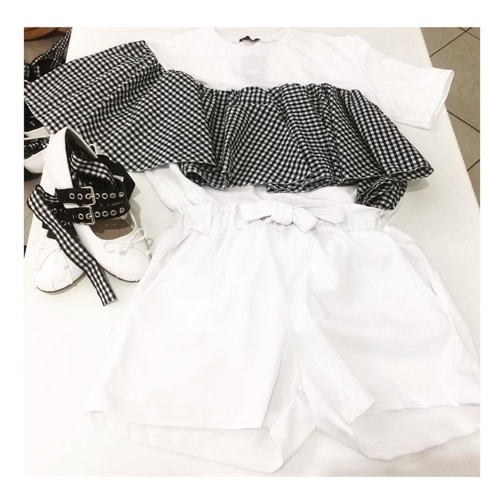 Tennis Style  Adoro questo outfit   pantaloncino vita alta disponibile anche in nero 7.00  felpa con volant 17.00  ballerina #Miumiu inspired 15.00   3271682018  siamo in Via Nicola Nicolini 62aB - 80141 Napoli - Zona Ponti Rossi ((( UNICA SEDE )))