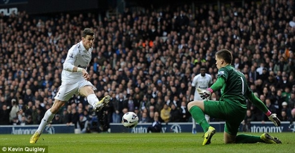 Tottenham battled to a deserved 2-1 victory over Arsenal in their Premier League game at the White Hart Lane. Two almost identical goals from Bale and Lennon helped the Spurs to victory in the North London derby.