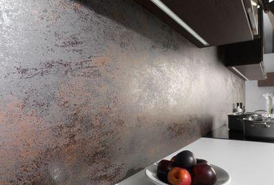 Carrelage mural Nox en grès cérame pleine masse, effet plaque de métal oxydé, grand format : 100 x 300 cm. 483,52 euros le carreau de 3 m². Collection XLight chez Porcelanosa.