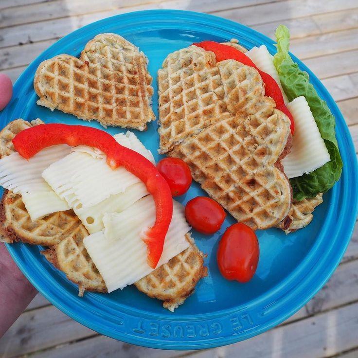 I dag er det magevennlige brødvafler til lunsj etter oppskrift fra @julianne_godtformagen  Kjempegode