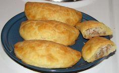Olen tehnyt pasteijoita kahdella eri taikinavaihtoehdolla (soveltuvat muuten myös joulutorttujen tekemiseen):  PERUNATAIKINA:  1,5dl perunahiutaleita 1,5dl vettä 200g voita/marganiiria (pehmeää) 1...
