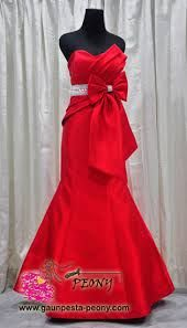 elegant red dress<3