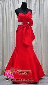 elegant red dress<3