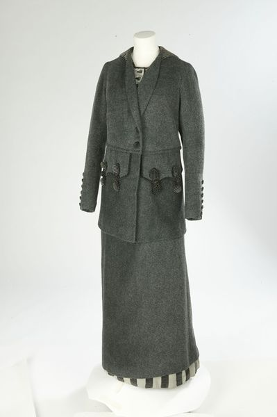 Jacket Place of origin: London, England Date: 1911 Artist/Maker: Lucile (designer) Materials and Techniques: Woven wool and mohair, trimmed with printed velvet Museum number: T.36&A-1960 | V&A