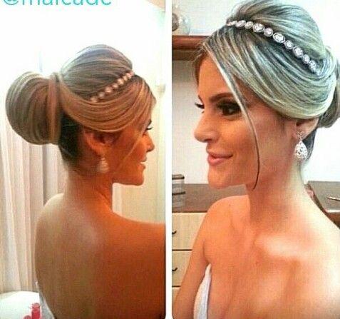 Lindo penteado para as noivinhas clássicas que assim como eu, tambem amam o famoso coque!!!