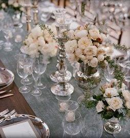 vasesWhite Flower, Ideas, Mercury Glasses, Tables Sets, Wedding Vintage, Tables Runners, Vintage Wedding Flower, Tables Decor, Blue Wedding