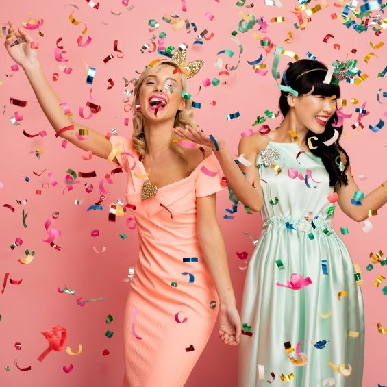 Hippenings Party Confetti cannon - shoots a room full of confetti with a singe twist
