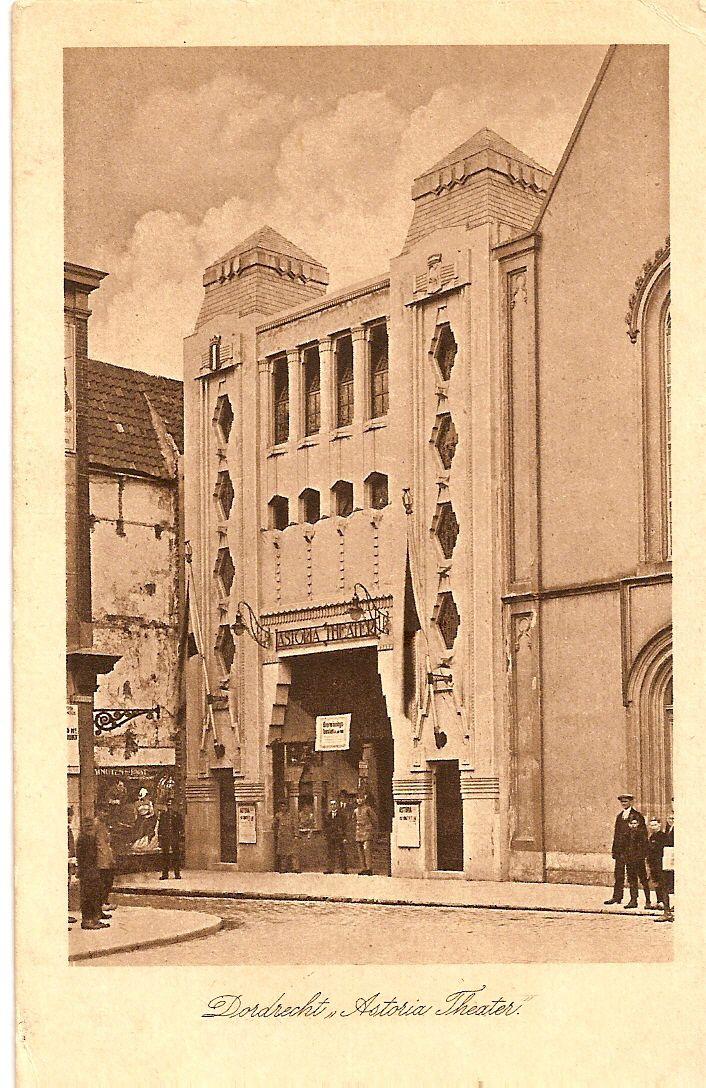 Rond 1895 werd de film uitgevonden. In 1910 werd de 1ste bioscoop geopend aan de Visstraat. Vanaf 1923 werd er een 2de bioscoop geopend in het Astoriagebouw. Dit gebouw is in 1982 helaas door een brand verloren gegaan.