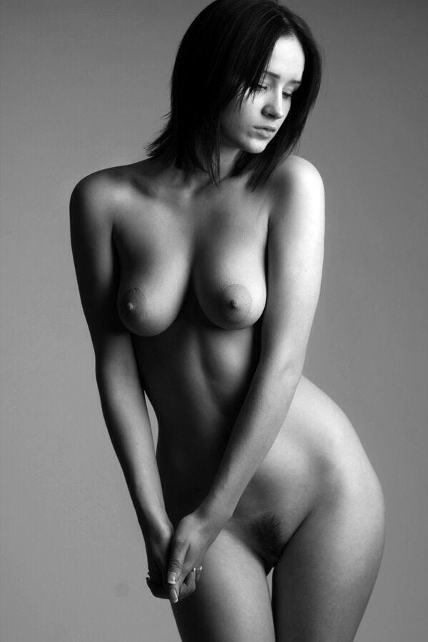 Wunderschöne nackte Kunstfrauen
