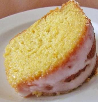 7-UP Moist Cake | Chef's Little Helper - a quick  easy box cake mix recipe with lemon pudding and 7-Up. This favorite is one of my most popular pins so I'm sure you all will agree with me when i say this is a great recipe!