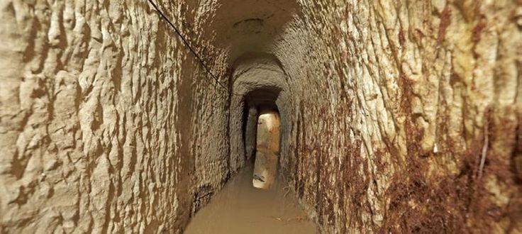 Σήραγγες από το αρχαίο υδρευτικό σύστημα στον Πειραιά