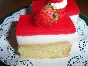 GriyaWisata : Buat Cake Tumpuk Puding Strawberry Yuk..!