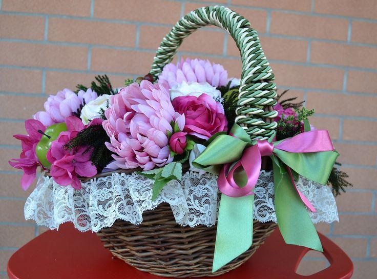 CESTO Martina - PatriziaB.com  Cesto decorativo, meravigliosa composizione di fiori artificiali, frutta e fogliame realizzata in calde tonalità rosa antico / magenta