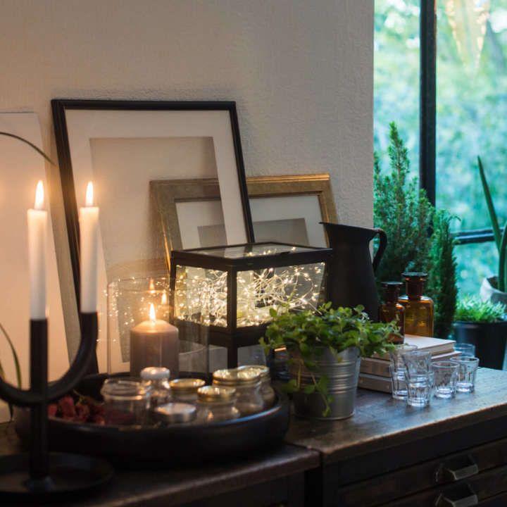 Gli oggetti di Michael diventano parte dell'allestimento per le feste... bastano alcune candele e dei fili di luci.