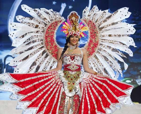 """Di Miss Universe 2012, Indonesia Raih Peringkat 10 """"National Costume"""""""