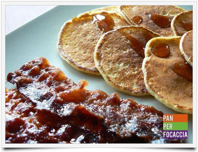 Silver dollar pancakes con pancetta caramellata