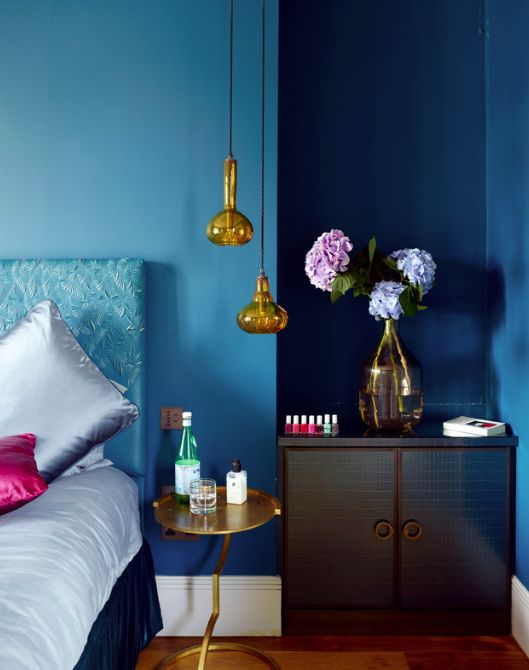 The Combination Of Blue, Pink And Gold In This Homely Bedroom Add A Modern  Twist