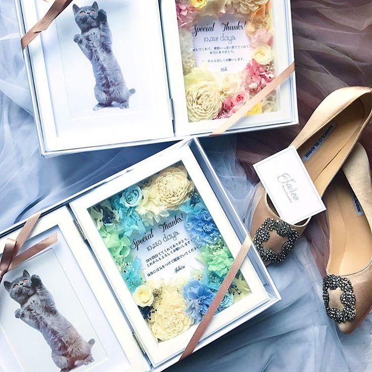 . Wedding photoframe �� メッセージをお花の中央に入れて、 ご両親さまへの贈呈品に。 お写真を入れて飾って、思い出としてずっと残せるから素敵でおすすめです☺️�� ご注文有難うございました。 . . . . ーーーーーーーーーーーーーーーー ソワレ#soiree#プレ花嫁#両親贈呈用ギフト#両親へのプレゼント #wedding#weddinggift #結婚式準備#婚約祝い#卒花#卒花嫁#写真 #写真立て#フォトフレーム#ギフトボックス#フラワーボックス#フラワー電報#電報#花電報#結婚式#結婚祝い#2017夏婚#2017春婚#日本中のプレ花嫁さんと繋がりたい #プリザーブドフラワー#marry花嫁#ウェディングソムリエアンバサダー#risa_soiree http://gelinshop.com/ipost/1520043553341259201/?code=BUYR47oBz3B