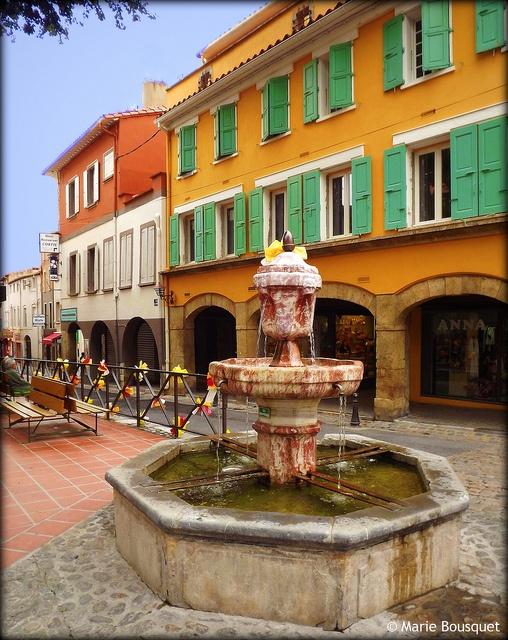 Fontaine place Gabriel Péri à Thuir by bleumarie, via Flickr -- Languedoc-Roussillon