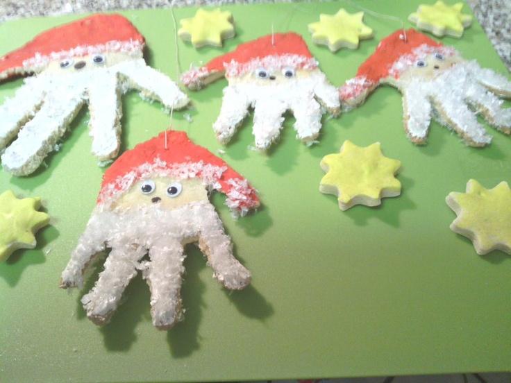 Handabdruck weihnachtsm nner weihnachten und winter for Kindergarten weihnachtsbasteln