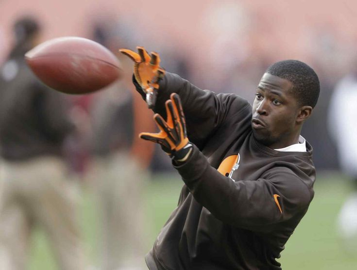 Ex-Browns WR Mohamed Massaquoi lost 4 fingers in ATV accident  Former Browns wide receiver Mohamed Massaquoi has divulged that he lost most of his left hand in an all-terrain vehicle crash last April.  Massaquoi who starred at Georgia before he was drafted by Cleveland in the second round in 2009 revealed his prosthetic and details of his misfortune in a video posted Feb. 12 on The Players Tribune.  Massaquoi was riding ATVs with friends when he said he took a turn too sharply and crashed…