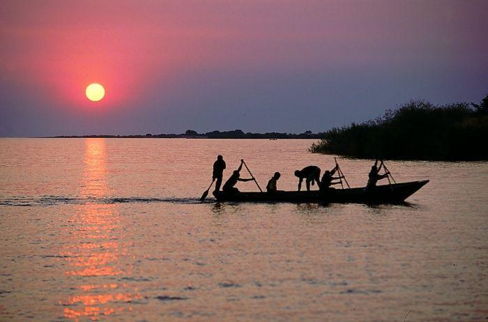 * Lago Tanganica * > Tanzânia; Rep. Dem. do Congo; Burundi; Zâmbia.