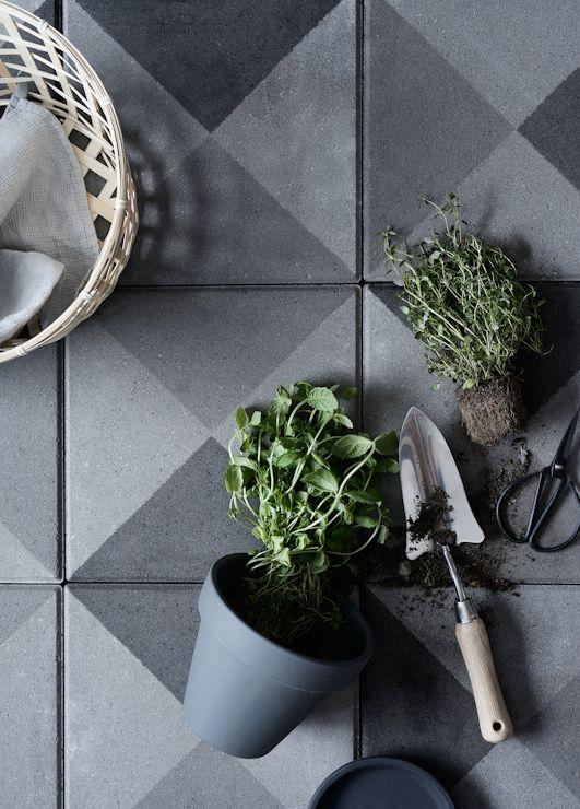 Vihreä talo: Tee se itse: Uutta ilmettä pihan betonilaatoille ja kutsu tuunausiltaan Tikkurilaan