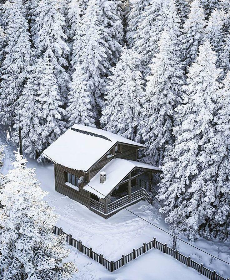 perfect escape for snowy winter days..❄  #sarıalan #uludag #bursa #turkey  // Photography by Mücahit Muğlu • Instagram