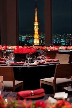 ナイトウェディングはシックな雰囲気でまとめる◎ 東京のおしゃれ結婚式のアイデア一覧。ウェディング・ブライダルの参考に。