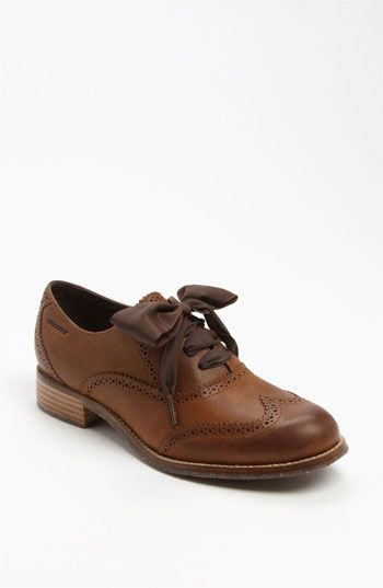 """""""ladylike laces flirt with the boyish broguing of a charming wingtip oxford"""" Umm, yes please.    Sebago 'Claremont' Oxford 