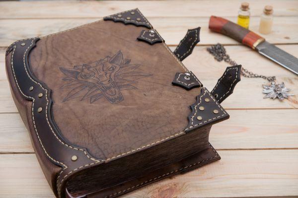 Обложка на книгу Анджея Сапковского «Ведьмак» книги, Ведьмак, The Withcer, Withcer 3, натуральная кожа, hend made, Leather, рукоделие, длиннопост