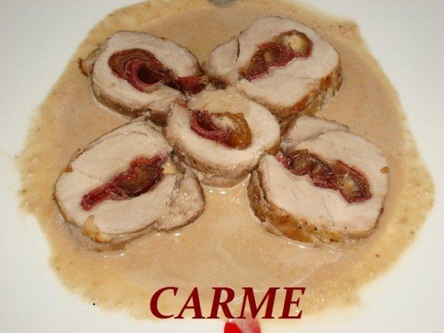 Esta receta es muy apropiada para fiestas navideñas ó otras celebraciones. El solomillo vá relleno de dátiles envueltos en jamón Ibérico .