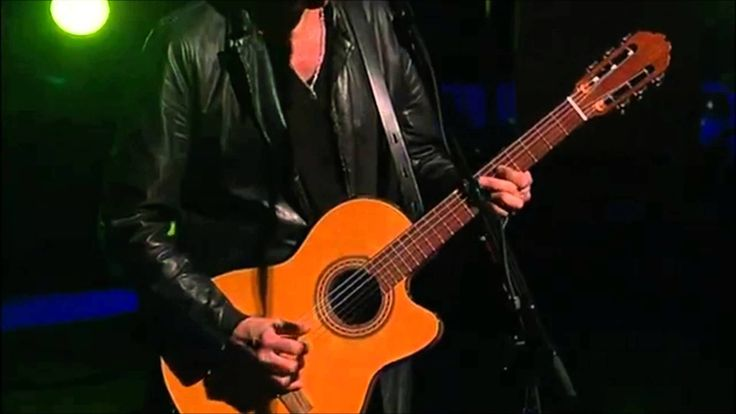 Lindsey Buckingham - Big Love | Go Insane (Live) If you ever get the chance to see this, live, DO IT! It's amazing!