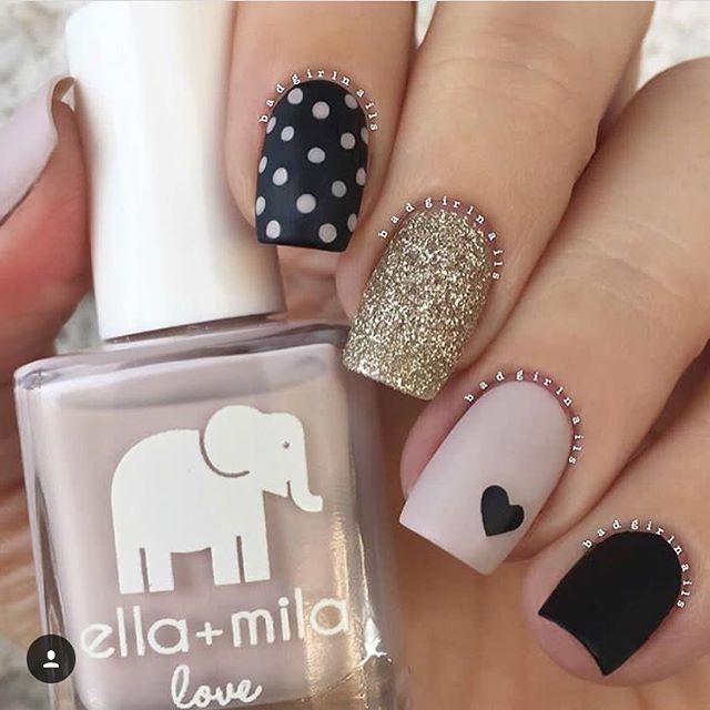 Y si te gusta este decorado de uñas ✔️✔️