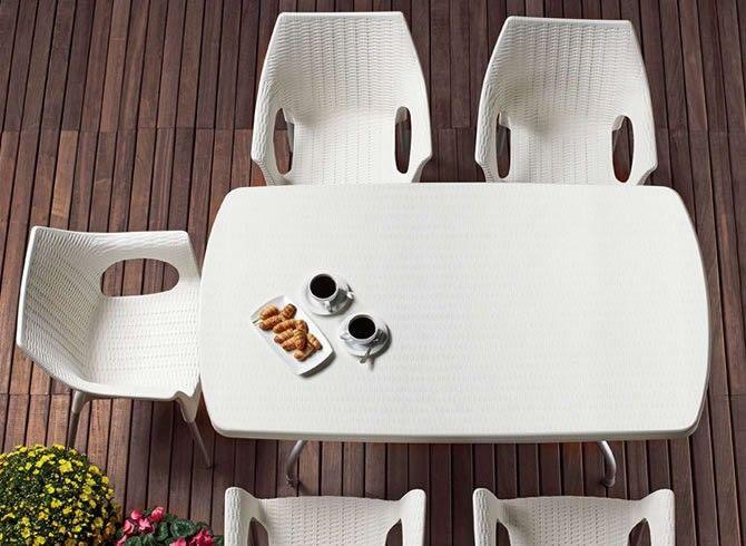 CONTRACT ESSENTIALS   Outdoor dining table. #Designicons #Italianfurniture #Interiordesign