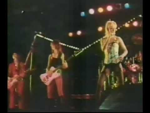 THE RUNAWAYS - CHERRY BOMB live in Japan 1977 (higher quality) - YouTube