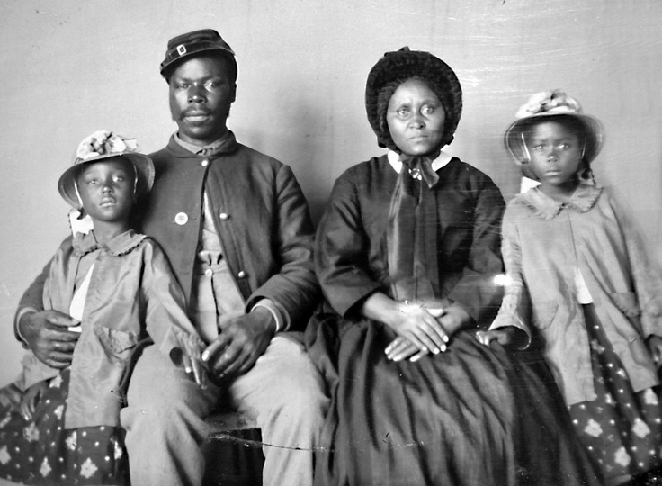 family life during civil war Robert e lee was the leading confederate general during the us civil war and  has been  civil war, robert edward lee was born january 19, 1807, at his  family home of  but life away from the battlefield proved difficult for lee to  handle.