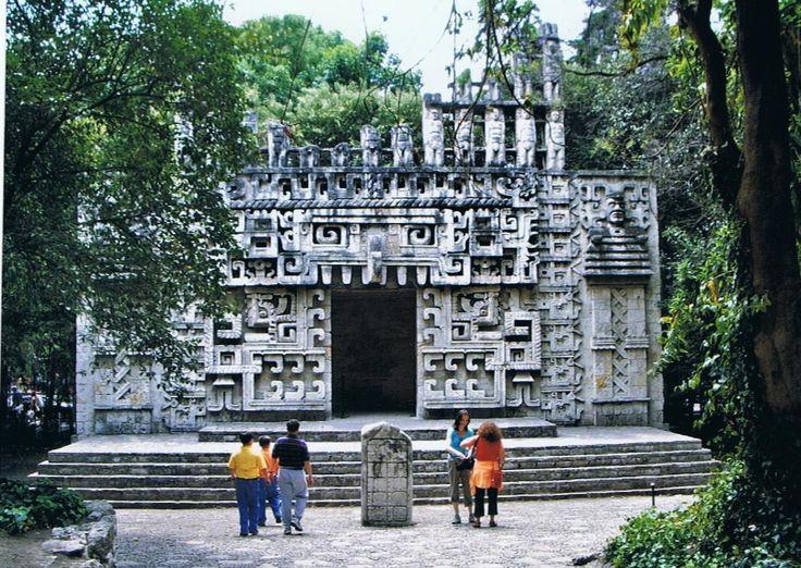 reconstitution d'un site au musée d'anthropologie de Mexico.