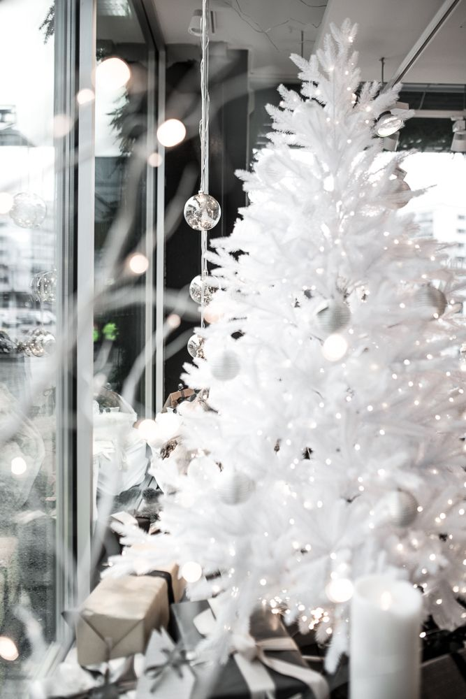 White christmas tree in lifestylestore HALI - Harmony Living. hali.fi