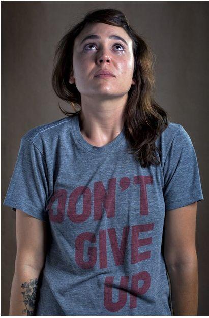 Heftig: portretten van vrouwen in het shirt van een ex - Vrouwen.nl