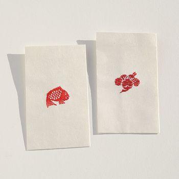 ワンポイントが刺繍になったぽち袋は、捨てるのがもったいなくなってしまいそう。