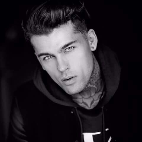 """Stephen James o lindo """"tatuado""""."""