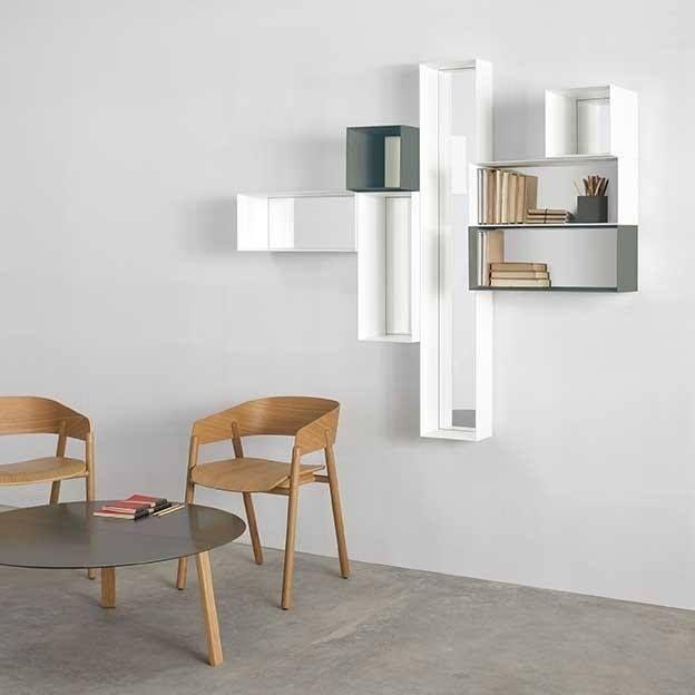 Mirrod is een asymmetrisch arrangement van spiegels en kleine opbergunits. Deze kunnen opgehangen worden in ontelbare composities om zo een speelse en ongedwongen toets te bieden aan neutrale ruimtes.