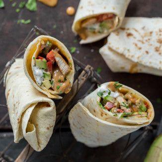 Hähnchen-Avocado-Burritos mit Erdnuss-Sauce_featured