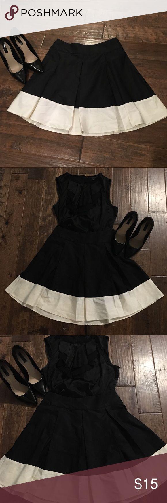 H&M Black & cream skirt - Sz 6 - never worn! H&M Size 6 black and cream skirt!  Never worn! H&M Skirts Circle & Skater