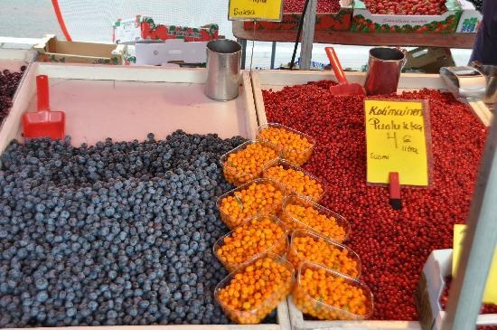 berries in Helsinki market near the presidential palace