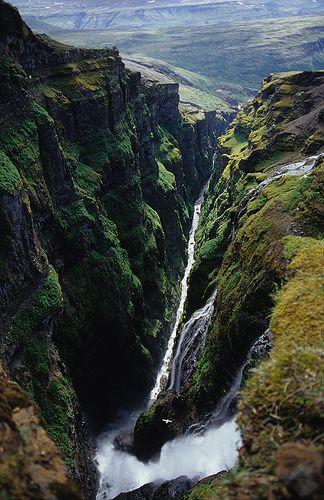 Najvyšší vodopád na Islande, Glymur je 643 centimetrov. Nachádza sa v ďalekom východnom konci Hvalfjordour alebo veľryby Fjord, vzhľadom k výške a polohe Glymur, nikto nemôže sledovať celú pádov z jedného miesta.